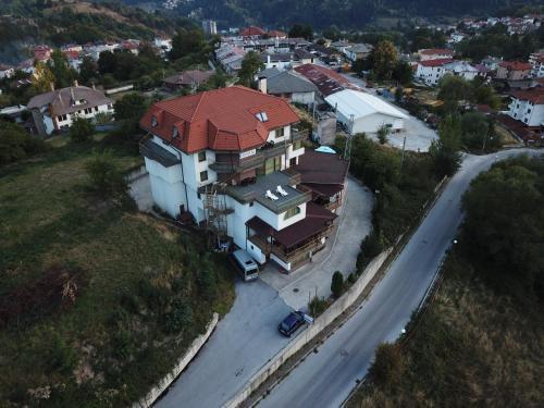 Гледка от птичи поглед на Семеен хотел Кристал