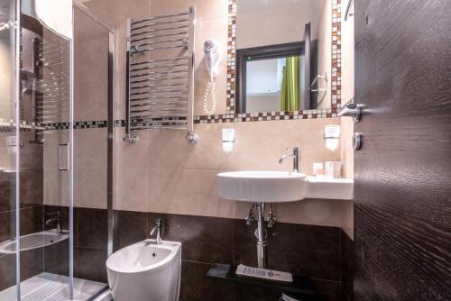 Salle de bains dans l'établissement Rome Kings Suite