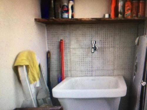 A bathroom at Ed. Barrasol
