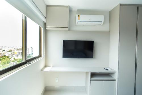 A television and/or entertainment centre at Beach Class, Ilha do Leite, Flat