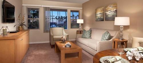 A seating area at La Jolla Riviera Inn