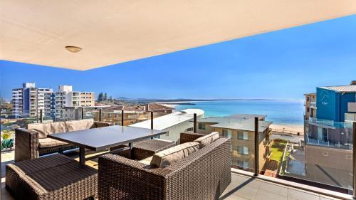 A balcony or terrace at Strand Beachside 603