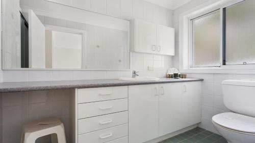 A bathroom at Azur 1 - South One Mile Beach