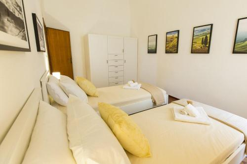 A bed or beds in a room at Appartamento Borgo Nuovo