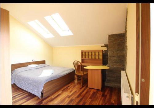 Кровать или кровати в номере Chalet na Berezovaya 23
