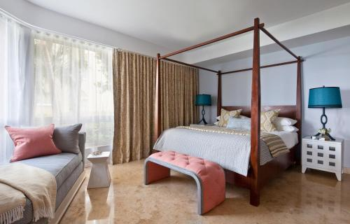 A bed or beds in a room at Grace Bay Club