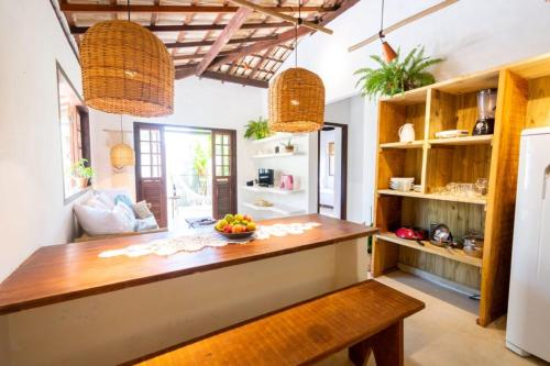 A kitchen or kitchenette at Casa Mariane Trancoso