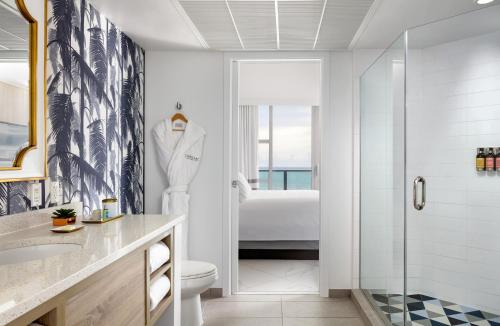 A bathroom at Cadillac Hotel & Beach Club, Autograph Collection
