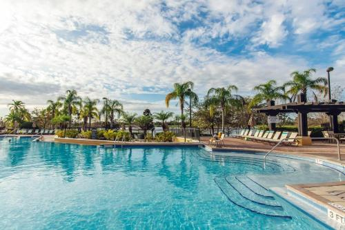 The swimming pool at or close to Vista Cay Luxury 2 bedroom condo (#3097)