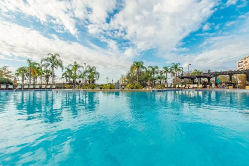 The swimming pool at or close to Vista Cay Luxury 3 bedroom condo (#3068)