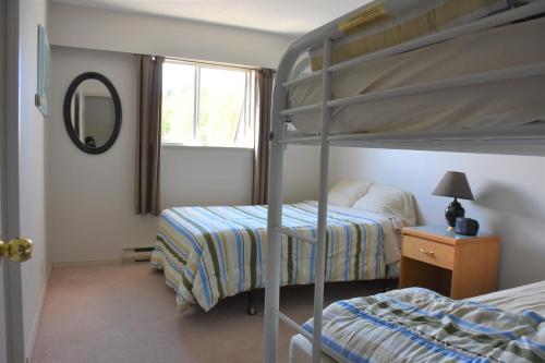 Двухъярусная кровать или двухъярусные кровати в номере North Coast Trail Backpackers Ltd