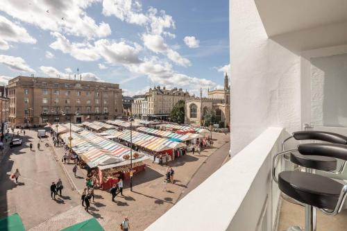 Central Cambridge, Luxury 2 Bed Apartment, Perfect Location, Market Balcony View