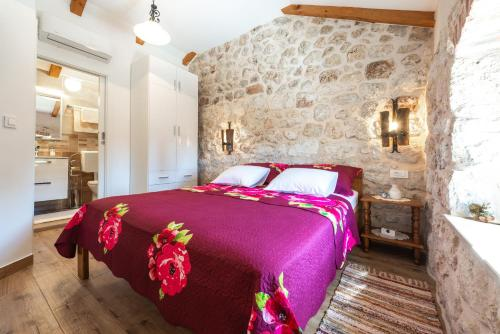 A bed or beds in a room at Holiday Home Marina - private swimming pool