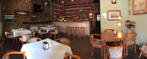 A restaurant or other place to eat at Hotel Cuevas Del Mar