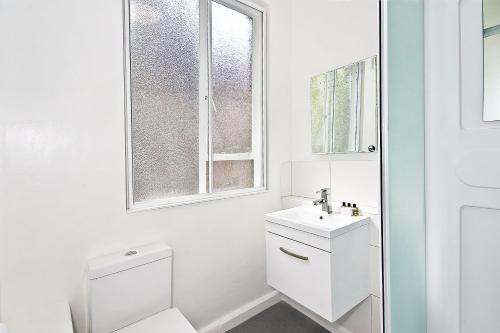 A bathroom at OGS - Studio 7