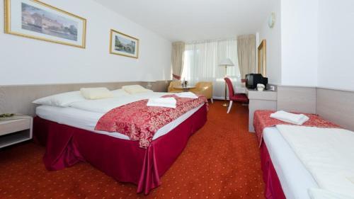 Postel nebo postele na pokoji v ubytování Hotel Myslivna Brno