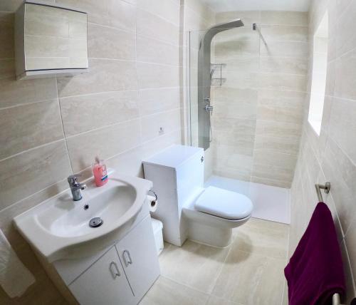 A bathroom at Empress Select Holiday Flats