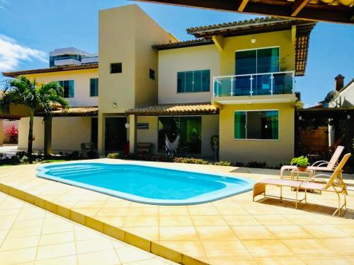 The swimming pool at or near Casa completa na praia dos milionários