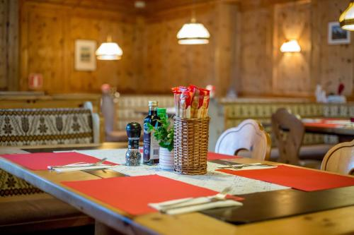 A restaurant or other place to eat at Plose Parkhotel - Residence