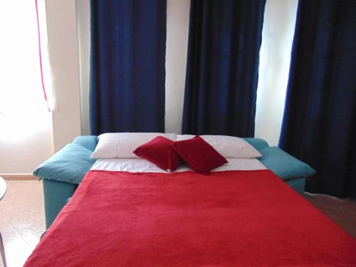 A bed or beds in a room at Apartamento Aeropuerto 2