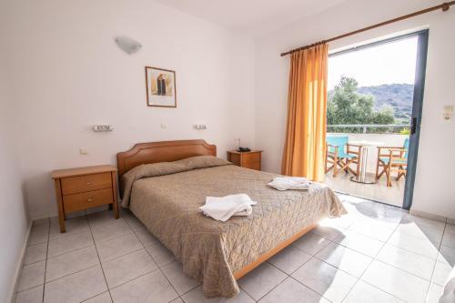 Кровать или кровати в номере Angelika Apartotel