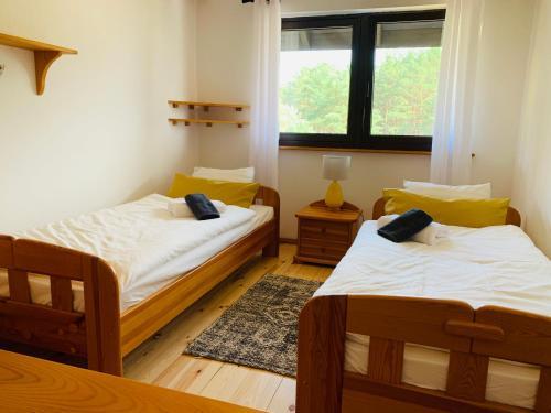 Łóżko lub łóżka w pokoju w obiekcie Sworny Dom