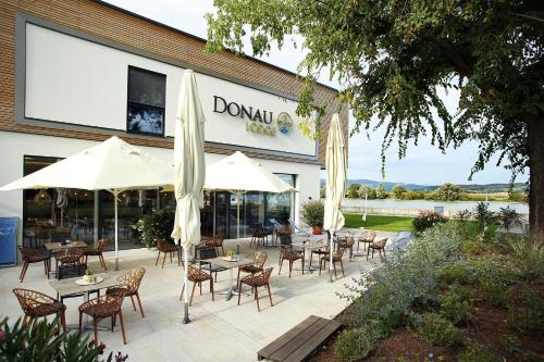 A restaurant or other place to eat at Donau Lodge