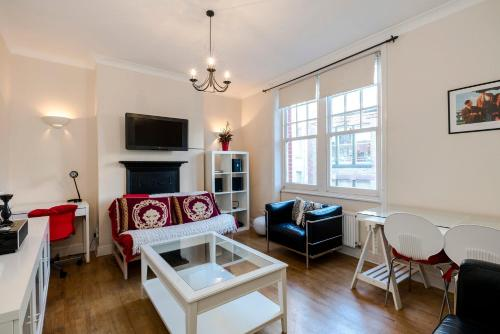 2 bedroom modern apartment on historic Marylebone Lane