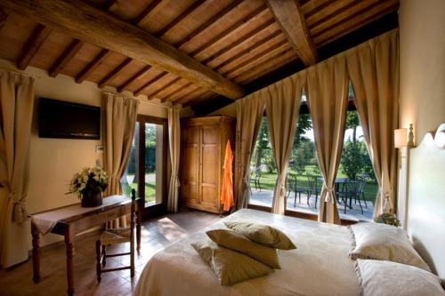 A bed or beds in a room at Borgo San Benedetto