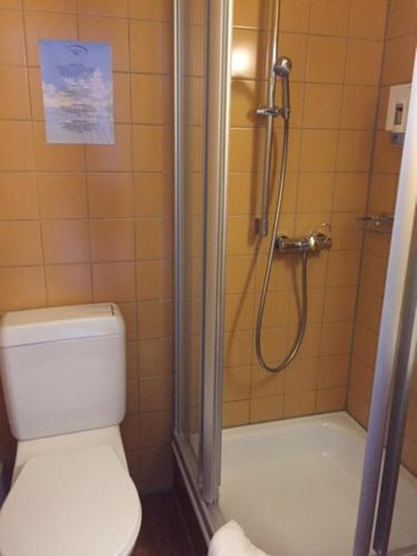 Ein Badezimmer in der Unterkunft Gasthof Pizzeria Weingarten