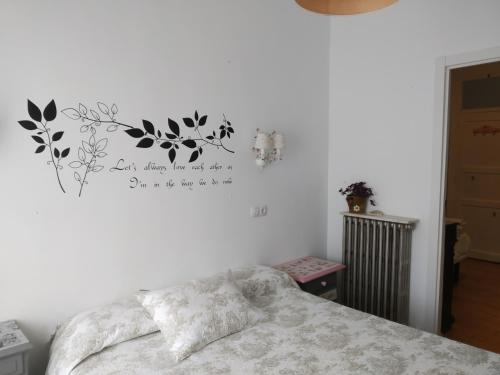 A bed or beds in a room at Los Balcones del Camino