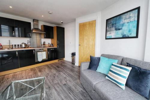 Luxury Leeds Apartment - Balcony - Parking