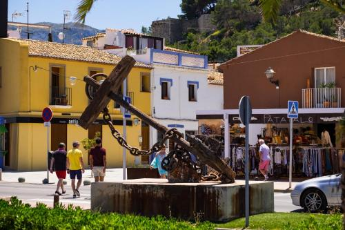 LA SIRENA - Both city and beach of Denia