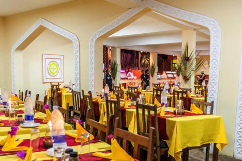 A restaurant or other place to eat at AHG Waridi Beach Resort & SPA