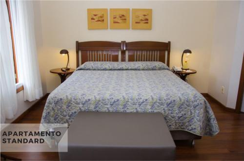 A bed or beds in a room at Hotel Villa Michelon