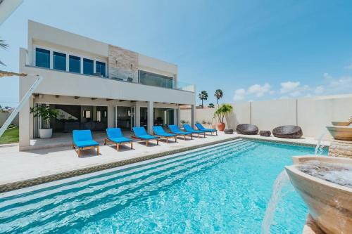 A piscina localizada em Villa Ocean ou nos arredores