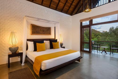 A bed or beds in a room at Roo Mansala Boutique Villas