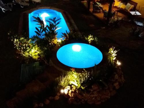 Uma vista da piscina em Pousada Vila Mato Verde ou nos arredores