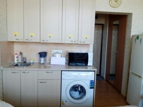 Кухня или мини-кухня в Апартаменты Светлана на Курортном