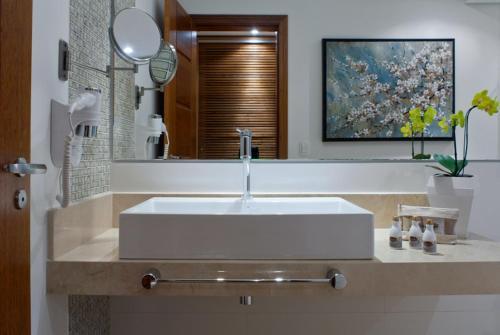A bathroom at Abayomi Hotel
