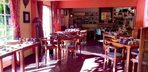 Un restaurante o sitio para comer en Hotel Amanhavis