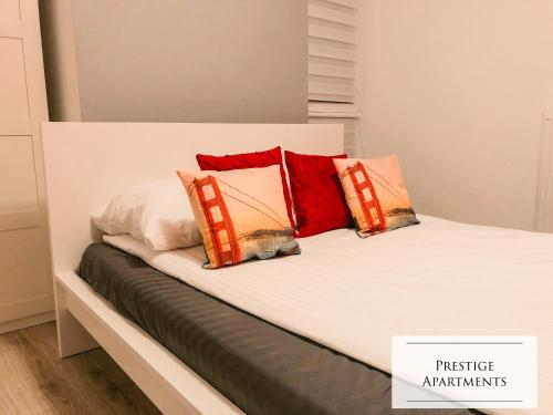 A bed or beds in a room at Apartament by Golden Gate