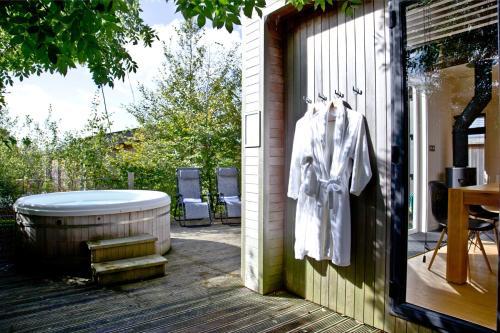 Blackbird Lodge, Strawberryfield Park