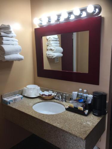 A bathroom at Arbor Inn - Weymouth