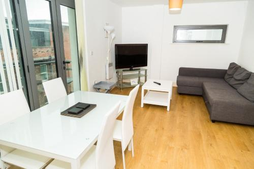 Serviced Apartment In Liverpool City Centre - Free Parking - 76 Henry St by Happy Days - Apt 47