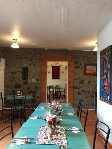 Un restaurante o sitio para comer en Villa Las Campanas