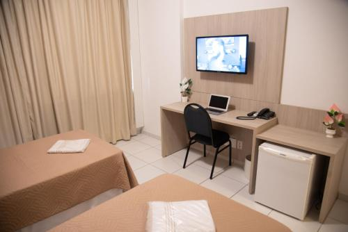 A television and/or entertainment center at Getúllio Hotel