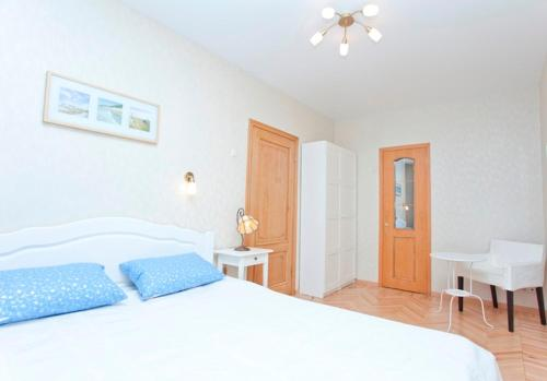 A bed or beds in a room at Serviced Apartments Krasnopresnenskaya