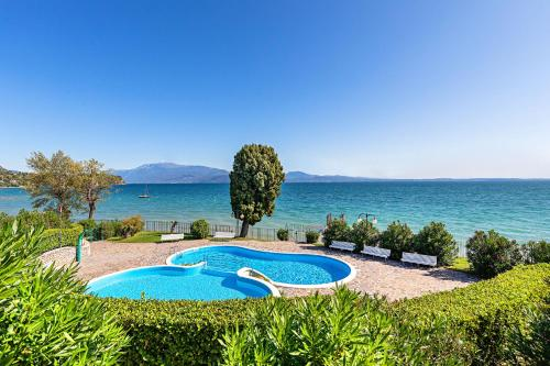 The swimming pool at or near San Sivino