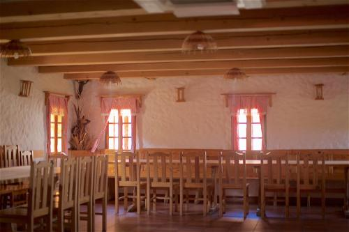 A restaurant or other place to eat at Turistična kmetija Lovrec